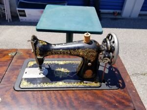 Antique Singer Sewing Machine in Full Cabinet