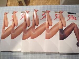 6 paires de bas de nylon neuf pour 15$.