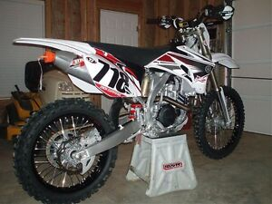 09 YZ 450 CASE WANTED