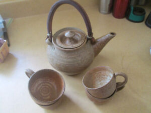 Tea Pot and 4 cups by Sally Ravindra - NS Pottery