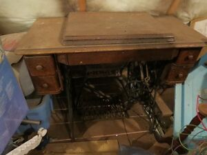 antique Singer sew machine reduced!!