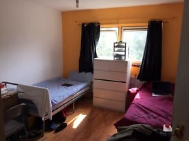NICE AND CLEAN FLAT..GOOD SIZE TWIN ROOM...AVAILABLE NOW..£160 pw