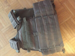 Tan plate carrier & airsoft plates, high quality good as new.