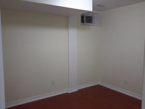 ROOM AVAILABLE NEAR SQR ONE AREA