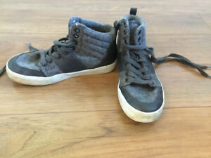Boys Size 1 Old Navy High Top Sneakers