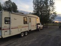 Fifth wheel camping trailer