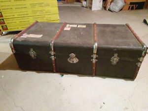 Large Vintage travel chest London Ontario image 1