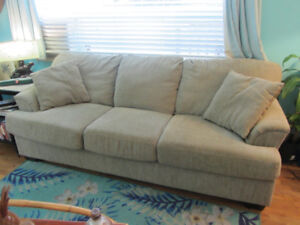 Large couch/sofa super comfortable excellent!!