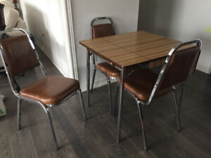 Chrome Tableand 4 Chairs