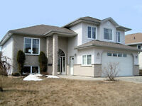 Beautiful House with great sun exposure in Sherwood Estates