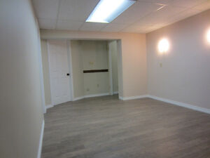 Big bright room close to Century Park LRT For male student