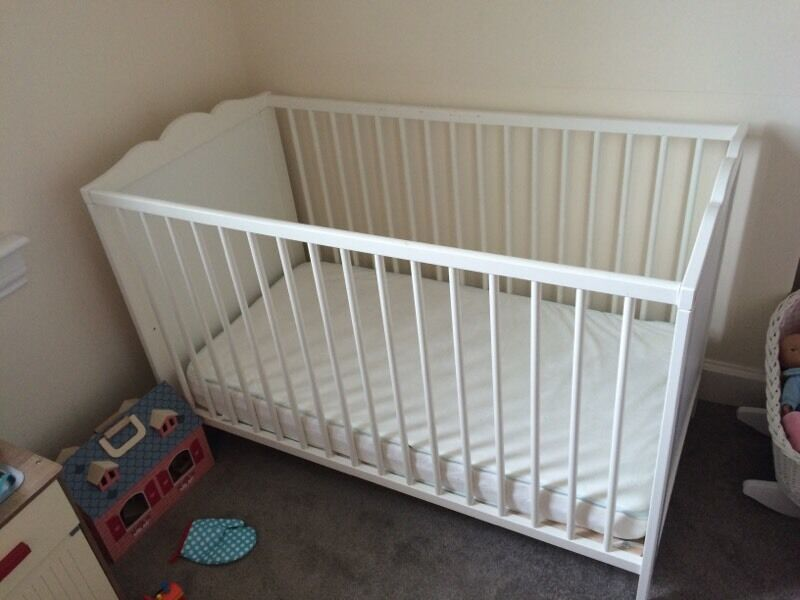 ikea hensvik cot and mattress in edinburgh city centre edinburgh gumtree. Black Bedroom Furniture Sets. Home Design Ideas