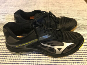 Mizuno Wave Volleyball Shoes (size 10.5)