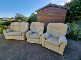 G plan 3 piece sofa suite with 2 recliners