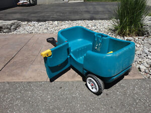 Step 2 Green Wagon with Door and seats..... works great Kitchener / Waterloo Kitchener Area image 4