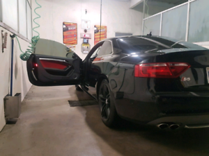 Audi S5 V8, 6 speed, manual.