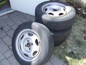 jantes en aluminium avec pneus D'été  etais sur une corolla 2000