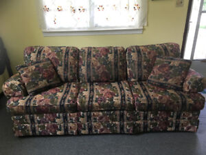 MUST GO - Couch