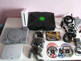 Retro games console and game bundle
