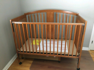 Solid Wooden Crib - Coverts to Toddler Bed