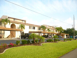 Beautiful 2 bedroom condo with Gulf access   (Cape Coral)