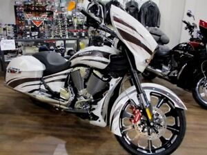2017 Victory Motorcycles Magnum X-1 Pearl White w/Platinum Overl