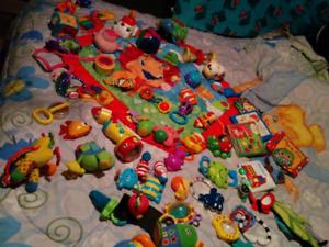 Lots jouets pour bébés