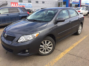 2010 Toyota Corolla LE superior condition with push button start