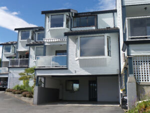 2br+ Townhouse at the White Rock Pier with Huge Ocean Views!