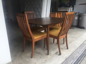 mid century table and chairs with 1 leaf