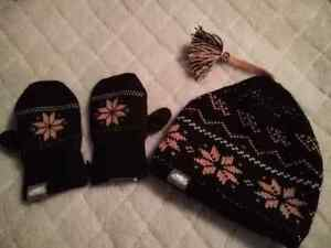 NEW ROOTS DARK PURPLE HAT AND MITT SET sz 12-24 mth!!