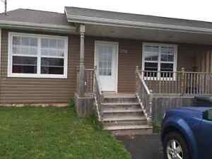 Large bright 2 bedroom duplex 186 Norwood available Oct 1