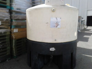 Plastic Poly Water Tanks  4000 Lit. - 1050 gallons, for sale.