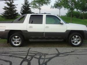 2003 Chevrolet Avalanche Z71 4X4 - $3000 O.B.O