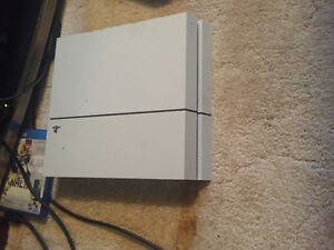 White PS4 + 6 games + 2 controllers