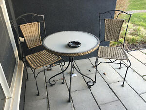 GOOD CONDITION SMALL PATIO SET 2 CHAIRS AND A TABLE