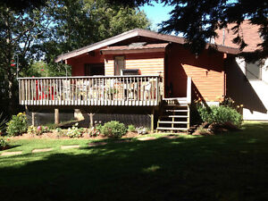 Room for rent in beautiful log home, 5 min from Wolfville
