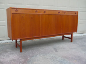 Teak Mid Century Sideboard / Entertainment Center