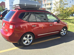 2008 Kia Rondo Loaded Minivan, Van