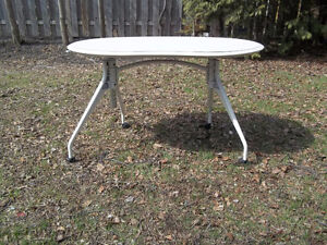 Excellent Condition: High Quality Dual Support Activity Table