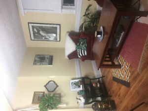 Bright 1 bed room plus den/office, great downtown location