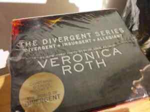 Brand New - Divergent Series Complete Box Set
