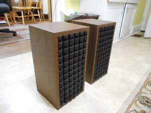 Vintage stereo Bookshelf speakers.  AWESOME SOUND! Kitchener / Waterloo Kitchener Area image 3