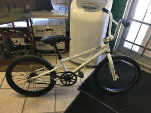 BMX GT EXPERT 20 FREESTYLE BIKE FULL STEERING WHEEL TURN GOOD