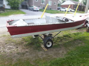 old boat and trailer  as-is   $250