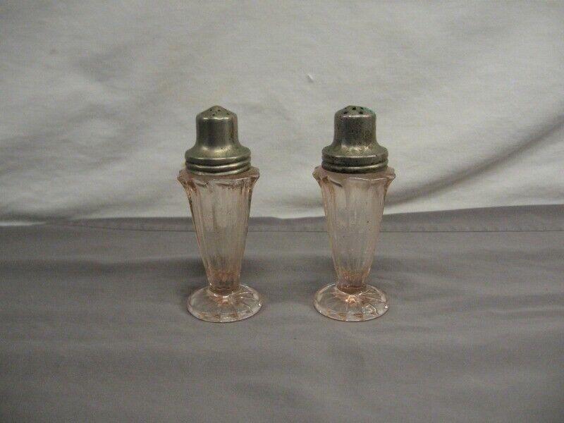 Set of Vintage Jeannette Depression Ware Pink Salt & Pepper Shakers Panel