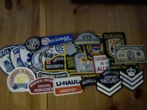 Lot de 25 badges divers a vendre