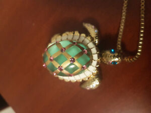 Beautiful authentic Betsey Johnson turtle necklace for sale!!
