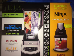 900 Watt Ninja blender with bonus mini chopper