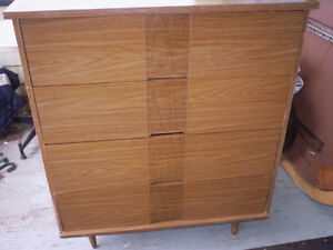 4 DRAWER WOOD DRESSER ON LEGS